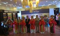Ngày hội Văn hóa tơ lụa Việt Nam - ASEAN tôn vinh các làng nghề tơ lụa tiêu biểu của ASEAN