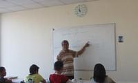 Thầy giáo già tận tâm với thế hệ trẻ gốc Việt tại Bungari