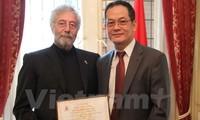 Việt Nam vinh danh công dân Argentina ủng hộ nạn nhân chất độc da cam