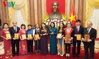 Phó Chủ tịch nước Đặng Thị Ngọc Thịnh gặp mặt các Nhà giáo tiêu biểu toàn quốc