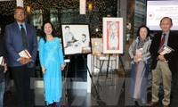 Lễ giới thiệu tranh và sách về Chủ tịch Hồ Chí Minh tại thành phố Toronto