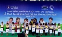 """Chương trình """"Sữa học đường"""" tặng trẻ em tỉnh Quảng Nam"""