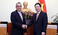 Phó Thủ tướng, Bộ trưởng Ngoại giao Phạm Bình Minh tiếp đoàn đại biểu Cuba, Lào