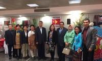Đại sứ quán Việt Nam tại Hy Lạp tham gia Hội chợ từ thiện