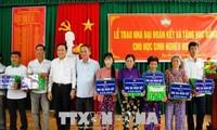 Chủ tịch Ủy ban Trung ương MTTQ VN thăm, tặng quà gia đình chính sách tại thành phố Cần Thơ