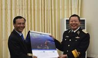 Ủy ban Nhà nước về người Việt Nam ở nước ngoài thăm, tặng quà Tết cho quân và dân huyện đảo Trường Sa, nhà giàn DK1