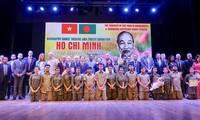 Các nghệ sỹ Bangladesh khắc họa hình tượng Chủ tịch Hồ Chí Minh