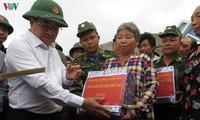 Phó Thủ tướng Trịnh Đình Dũng yêu cầu địa phương không để người dân ở lại thuyền, lồng bè trong bão