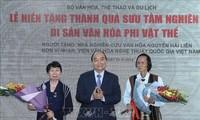 Thủ tướng Nguyễn Xuân Phúc dự lễ hiến tặng thành quả sưu tầm nghiên cứu di sản văn hoá phi vật thể