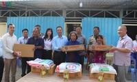 Trao tặng nhà cho các hộ bị hỏa hoạn tại Campuchia