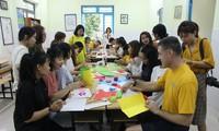 Thủy thủ tàu sân bay Hải quân Hoa Kỳ giao lưu với trẻ hoàn cảnh khó khăn ở Đà Nẵng