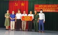 Kiều bào Hàn Quốc tặng học bổng cho học sinh nghèo tại huyện Tam Bình, tỉnh Vĩnh Long