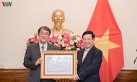 Trao Huân chương Hữu nghị cho Đại sứ đặc mệnh toàn quyền Nhật Bản