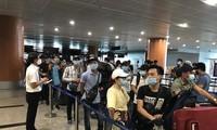 Đón công dân Việt Nam từ Myanmar về nước
