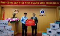 Vingroup trao tặng 3.000 máy thở cho Bộ Y tế