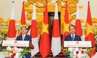 Việt Nam và Nhật Bản ký 12 văn kiện hợp tác trong các lĩnh vực tư pháp, môi trường, phòng chống khủng bố, cảng biển,...