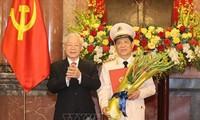 Tổng Bí thư, Chủ tịch nước Nguyễn Phú Trọng trao Quyết định thăng cấp bậc hàm Thượng tướng cho Thứ trưởng Bộ Công an