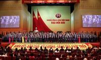 Người dân vui mừng trước thành công Đại hội Đảng Cộng sản Việt Nam lần thứ XIII