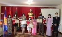 """Trao tặng kỷ niệm chương """"Vì hòa bình, hữu nghị giữa các dân tộc"""" cho các nhà báo Brasil"""
