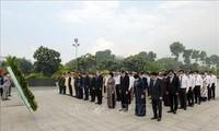 Dâng hương, dâng hoa tưởng nhớ Chủ tịch Hồ Chí Minh, Chủ tịch Tôn Đức Thắng và các Anh hùng liệt sỹ