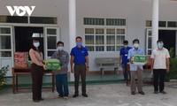 Đài Tiếng nói Việt Nam trao quà cho cựu chiến binh, chốt phòng dịch Covid-19 ở Ninh Thuận
