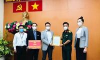 Kiều bào ủng hộ 8 tấn gạo tiếp sức cùng lực lượng vũ trang và cán bộ công chức Thành phố Hồ Chí Minh