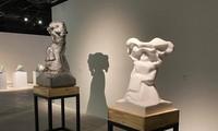 """Triển lãm điêu khắc """"Biến chuyển"""": Những câu chuyện về đá"""