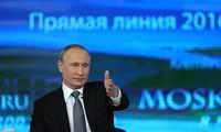 Владимир Путин начал в прямом эфире отвечать на вопросы россиян