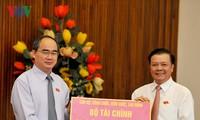 Сбор пожертвований в помощь пострадавшим в центральновьетнамских провинциях