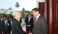 Генсекретарь ЦК КПВ Нгуен Фу Чонг встретился с премьер-министром Лаоса