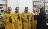 10 буддийских монахов отправились в островной уезд Чыонгша для проведения служб