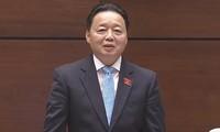 Министр природных ресурсов и экологии СРВ Чан Хонг Ха отвечал на запросы депутатов