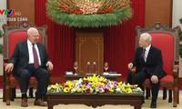 Нгуен Фу Чонг принял посла Российской Федерации