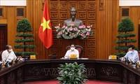 Премьер-министр Вьетнама председательствовал на совещании по профилактике и борьбе с эпидемией COVID-19
