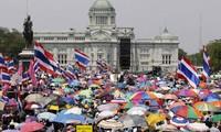 กองทัพไทยประกาศยุบวุฒิสภา