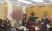 รองนายกรัฐมนตรีเวียดนามเหงวียนซวนฟู้กไปเยี่ยมเยือนและอวยพรปีใหม่ที่จังหวัดห่านาม