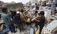 จำนวนผู้เสียชีวิตจากเหตุแผ่นดินไหวในเนปาลเพิ่มขึ้นต่อไป