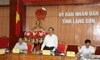รองนายกรัฐมนตรีหวูวันนิงลงพื้นที่ตรวจสอบโครงการพัฒนาชนบทใหม่ในจังหวัดลางเซิน