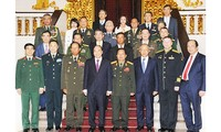 นายกรัฐมนตรีเวียดนามให้การต้อนรับผู้บริหารกองทัพประเทศต่างๆที่เข้าร่วมพิธีรำลึกครบรอบ 75 ปีวันก่อตั้งกองทัพประชาชนเวียดนาม