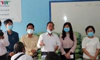 กิจกรรมมอบของขวัญให้แก่ชาวลาวและกัมพูชาเชื้อสายเวียดนามในการรับมือการแพร่ระบาดของโรคโควิด -19