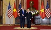 ผู้นำเวียดนามและสหรัฐส่งโทรเลขอวยพรในโอกาสรำลึกครบรอบ 25 ปีการสถาปนาความสัมพันธ์ทางการทูต