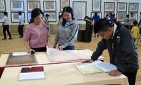 """งานนิทรรศการ """"หว่างซาและเจื่องซาของเวียดนาม-หลักฐานทางประวัติศาสตร์และนิตินัย""""ในนครดานัง"""