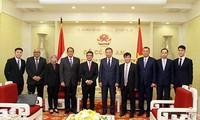 บรรดาผู้นำรัฐบาลและสภาแห่งชาติเวียดนามพบปะกับเลขาธิการใหญ่พรรคฯ ประธานประเทศลาว ทองลุน สีสุลิด