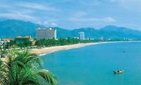 Restore the beauty of Nha Trang beach