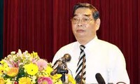 Politburo member calls on scientists to raise the public's intellect