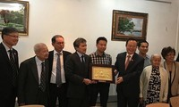 NA Vice Chairman meets overseas Vietnamese in France