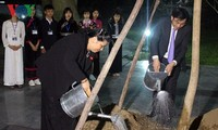 Poor people in Dien Bien receive Tet gifts