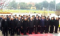 Leaders pay tribute to President Ho Chi Minh ahead of Lunar New Year