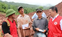 Vietnam Red Cross sends more aids to flood victims
