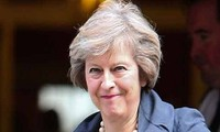 Brexit: May calls for cabinet showdown as MPs reject all options
